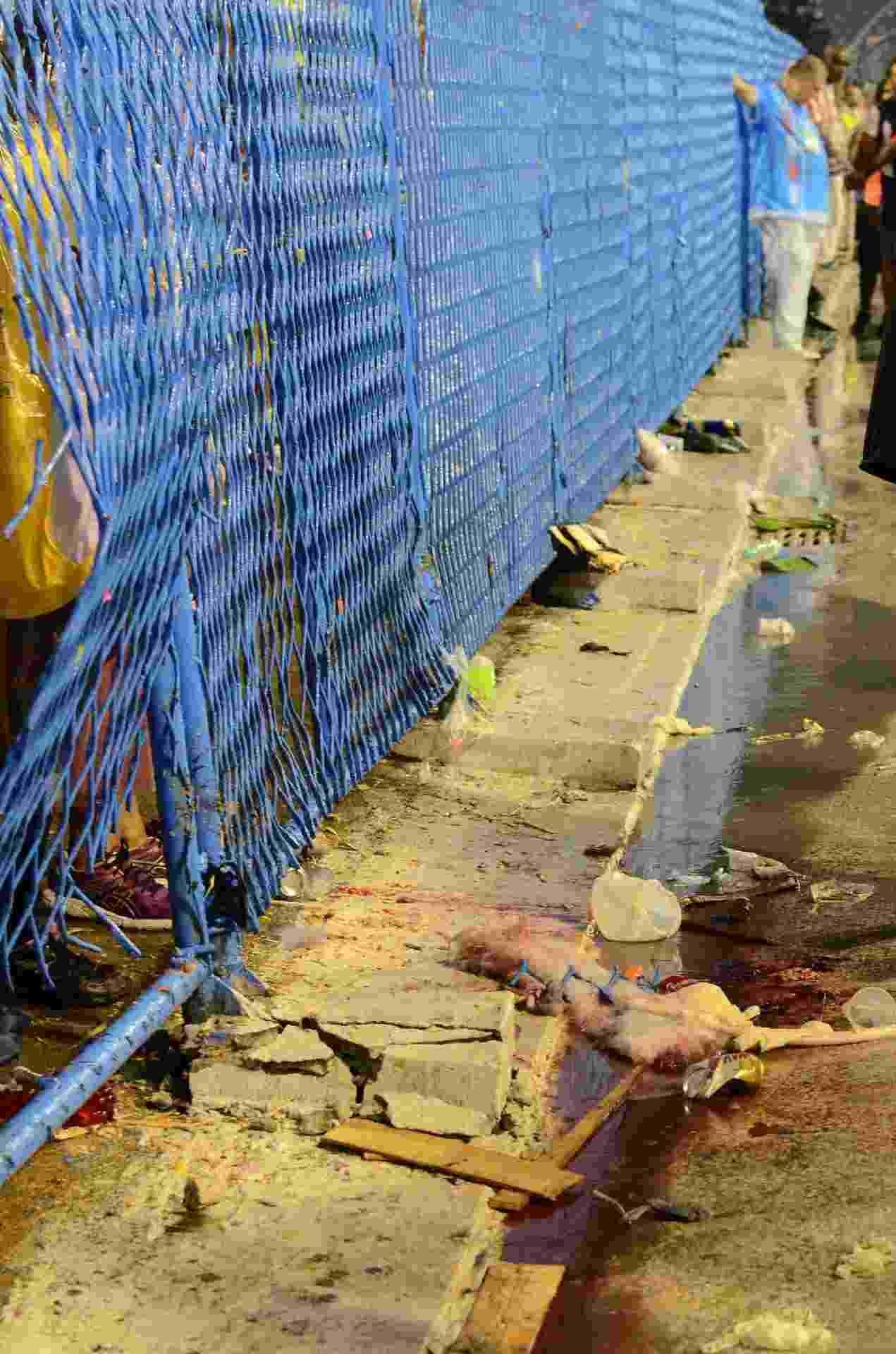 Acidente com o carro da Paraíso do Tuiuti, na Sapucaí, deixa feridos. Uma das vítimas teve fratura exposta, segundo a TV - Thiago Ribeiro/Framephoto/Estadão Conteúdo