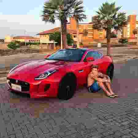 Whindersson com seu Jaguar, avaliado em R$ 500 mil - Reprodução/Instagram - Reprodução/Instagram