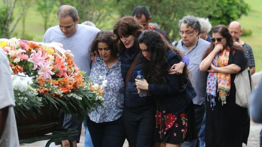 Amigos e familiares se emocionam no último adeus a Márcia Cabrita, que morreu após luta contra o câncer - Daniel Pinheiro/AgNews