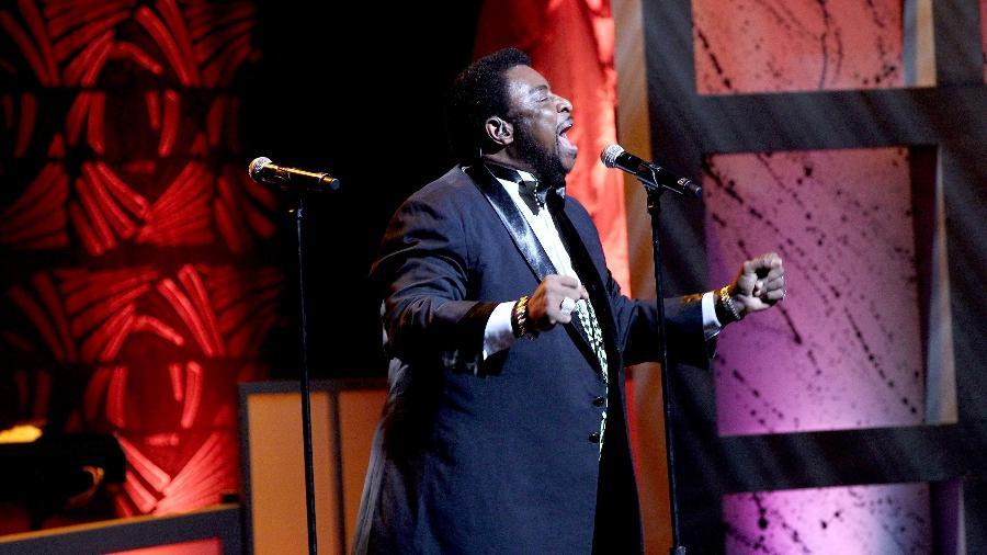 O cantor Dennis Edwards, do Temptations, se apresenta no NMAAM 2016 Black Music Honors, nos Estados Unidos - Terry Wyatt/GettyImages