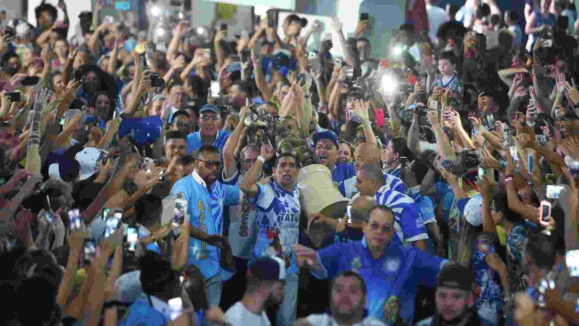 Comemoração na quadra da Acadêmicos do Tatuapé, bicampeã do Carnaval de SP - Ricardo Matsukawa/UOL
