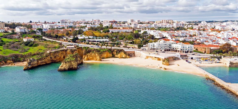 A região do Algarve português, preferida por 58% dos turistas brasileiros - iStock