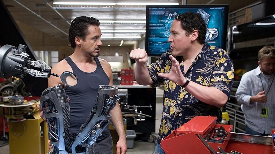 """Robert Downey Jr. e Jon Fraveau em cena de """"Homem de Ferro"""" - Reprodução"""