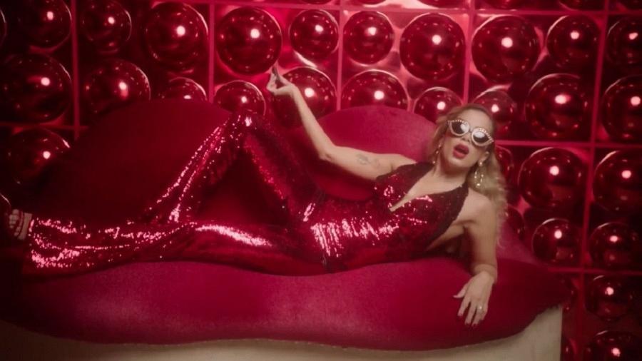 """Cena do clipe de """"Indecente"""", da cantora Anitta - Reprodução"""