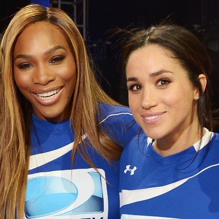 A tenista Serena Williams ao lado de Meghan Markle  - Getty Images