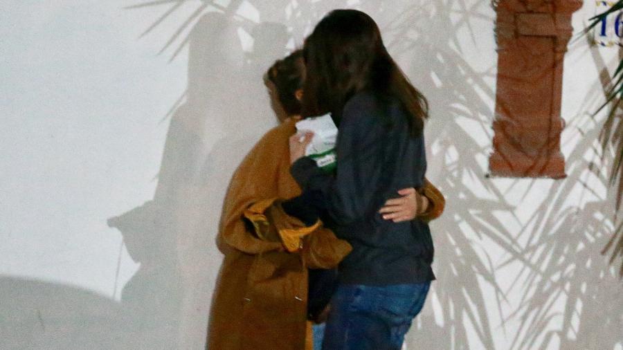 Bruna Linzmeyer e Priscila Visman sei beijam após jantar em restaurante na zona sul do Rio  - Thiago Martins/AgNews