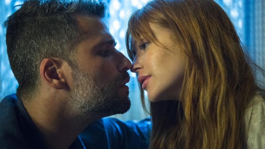 """Luz e Gabriel têm a primeira noite de amor em """"O Sétimo Guardião"""" - Reprodução/Globo"""