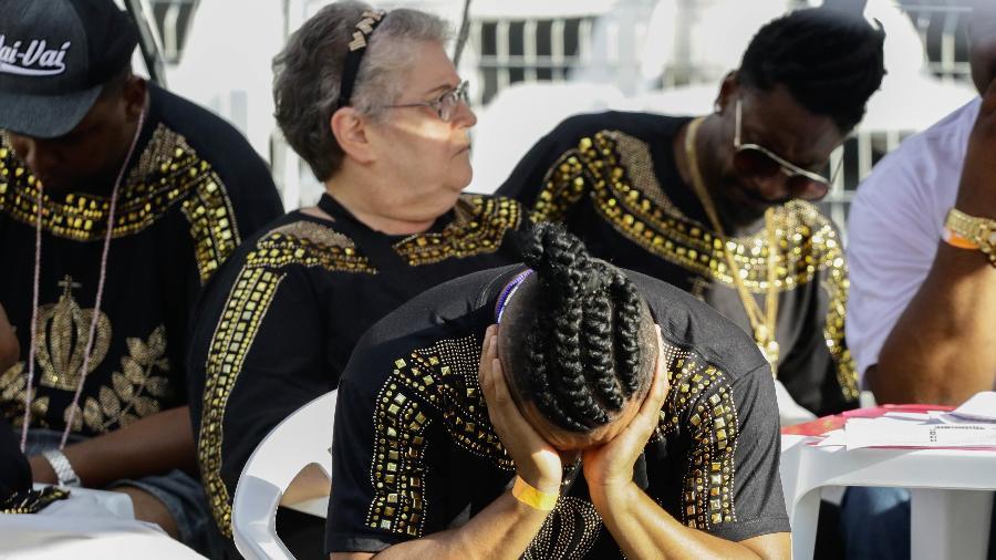 Integrante da Vai-Vai lamenta o rebaixamento da escola no Carnaval de São Paulo - ALOISIO MAURICIO/FOTOARENA/FOTOARENA/ESTADÃO CONTEÚDO