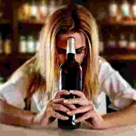 A ressaca ocorre devido ao acúmulo de toxinas no corpo e costuma aparecer seis a oito horas depois do consumo do álcool - Istock