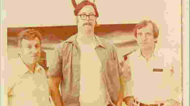 John Douglas (à direita) e seu parceiro de FBI na época, o agente Bob Ressler, como o serial killer Ed Kemper - Reprodução/Instagram