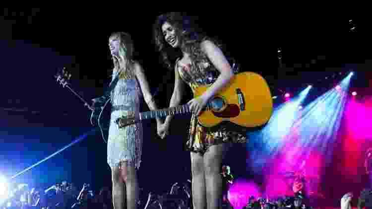 Taylor Swift e Paula Fernandes em show no Citibank Hall no Rio de Janeiro, em 2012 - Felipe Panfili e Roberto Filho/AgNews