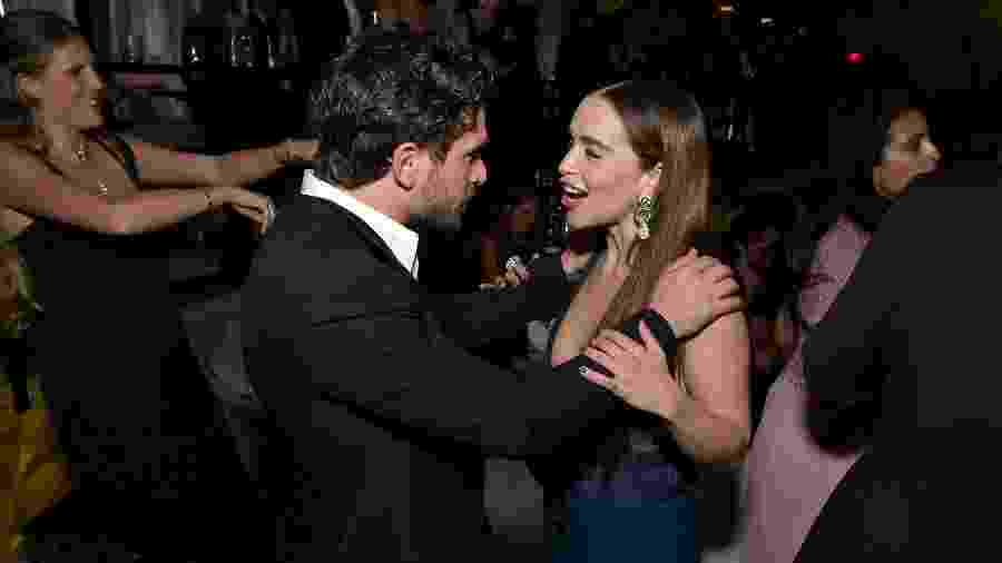 Kit Harington e Emilia Clarke se reencontram em festa pós-Emmy - Getty Images for Netflix