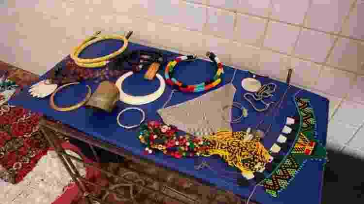 Bijuterias para a produção de foto do FavelaMona - Divulgação