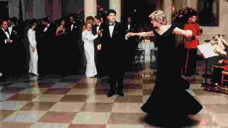John Travolta dança com Lady Diana em evento realizado na Casa Branca, nos Estados Unidos - Anwar Hussein/Getty Images