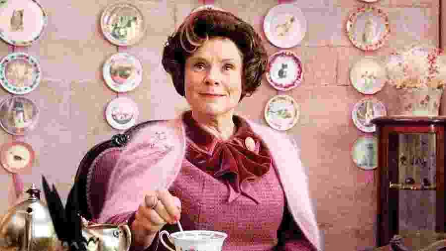 Imelda Stauton no papel da professora Dolores Umbridge, de Harry Potter - Reprodução
