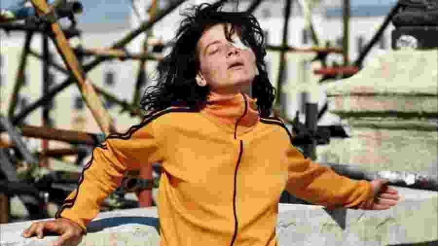 Juliette Binoche em cena de Os Amantes de Pont-Neuf (1991) - Divulgação/IMDb