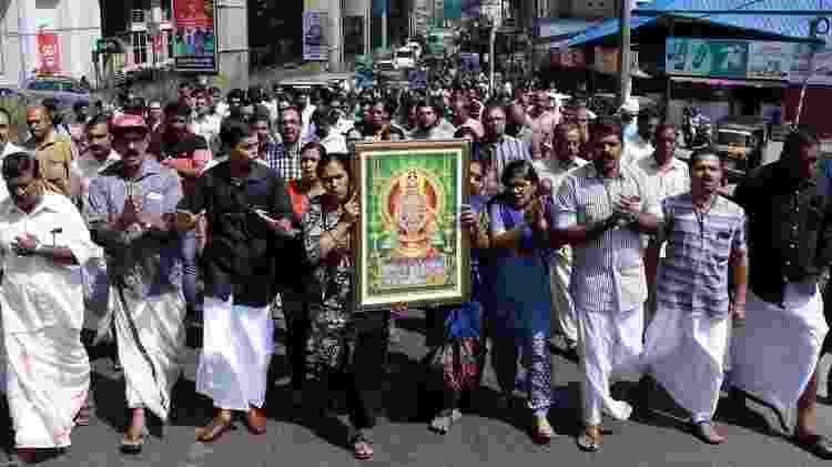 Em 2019, indianos e indianas foram às ruas para protestar contra uma decisão que permitia que mulheres de todas as idades entrassem em um templo - AFP