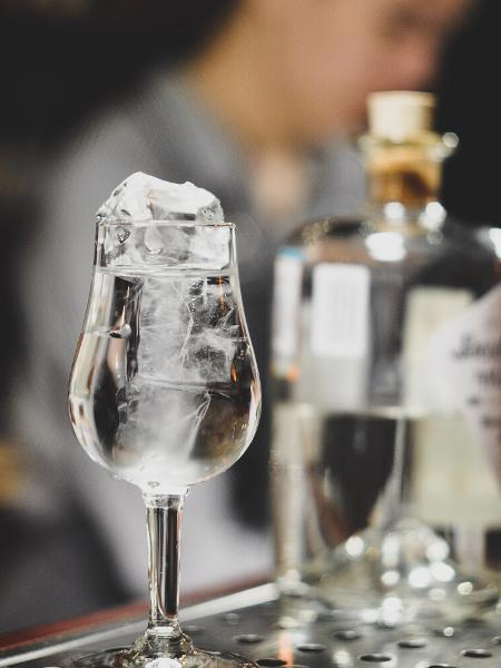 Seus bons drinques podem ser engarrafados em casa mesmo - Unsplash