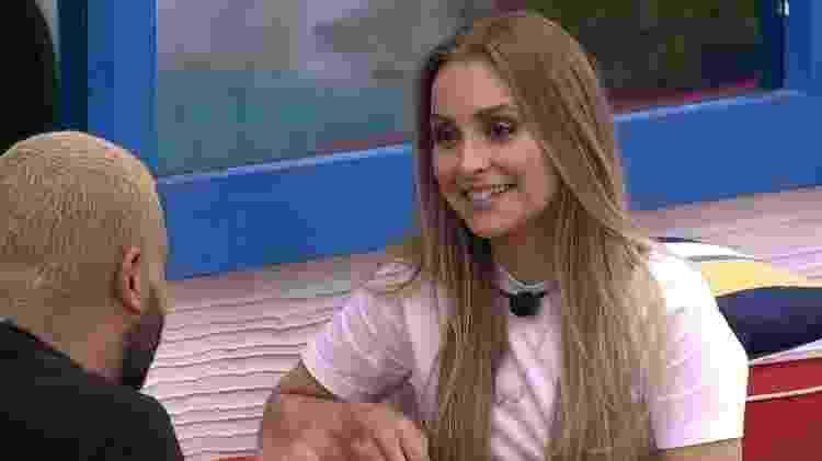 Projota e Carla - Reprodução/Globoplay - Reprodução/Globoplay