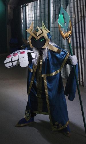 Além de torcer, o público do CBLoL pode admirar cosplayers caracterizados como os heróis do game