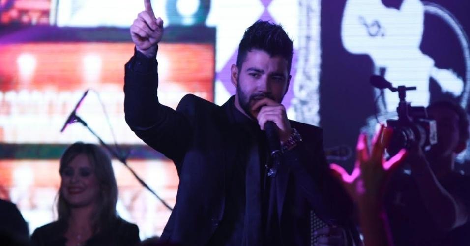 3.set.2015 - Na madrugada desta quinta-feira, mesmo dia em que completa 26 anos, Gusttavo Lima subiu ao palco da casa noturna Club A, no Brooklin Novo, em São Paulo, para o lançamento do CD e DVD