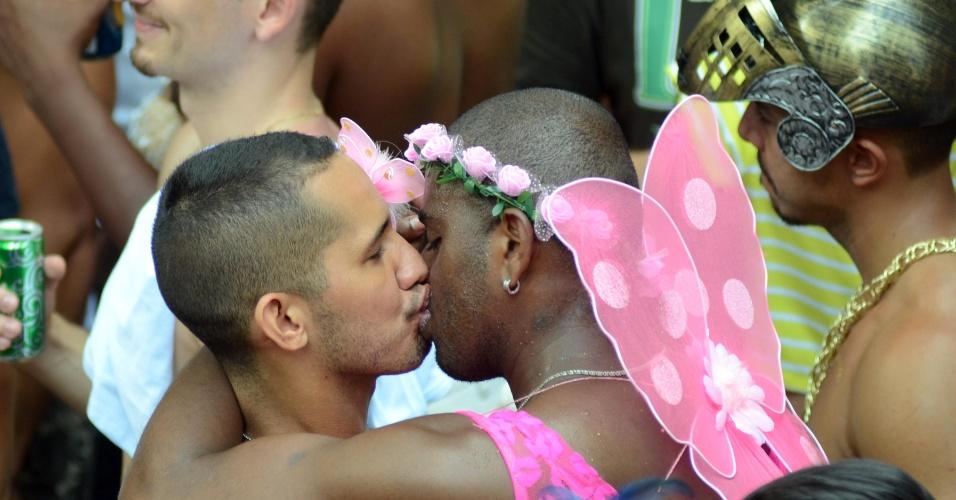 7.fev.2016 - Bloco Simpatia é Quase Amor arrasta 180 mil pessoas pela orla de Ipanema no Rio de Janeiro