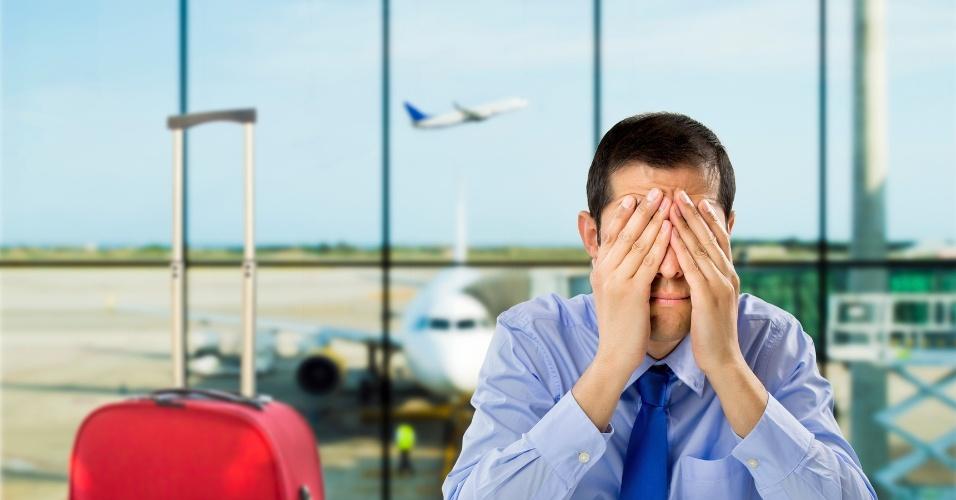 Voo atrasado, avião, aeroporto, perder o voo