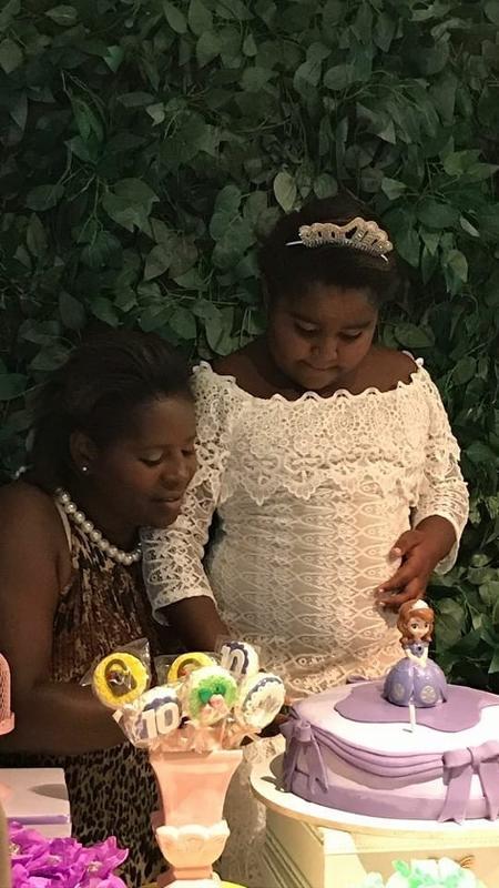 Ana Luiza e a mãe, Eunice, celebram seu 10º aniversário - Reprodução/Facebook