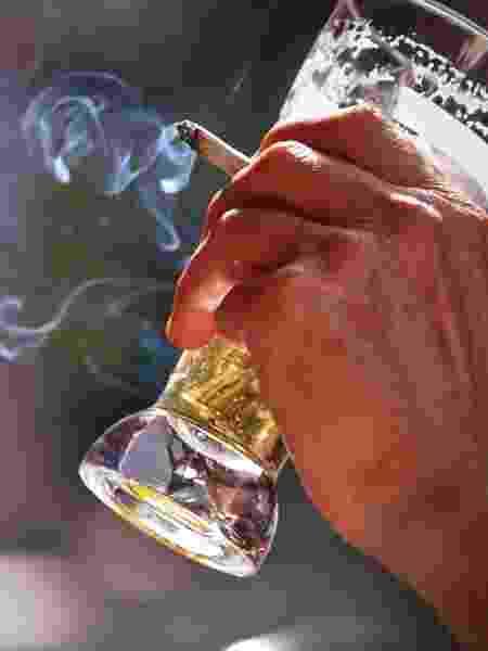 Combinar bebidas alcoólicas e cigarros potencializa os danos no cérebro - iStock