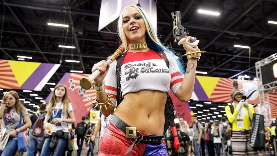Caroline Rychcik, de 25 anos, faz cosplayer da Arlequina há seis meses - Mariana Pekin/UOL