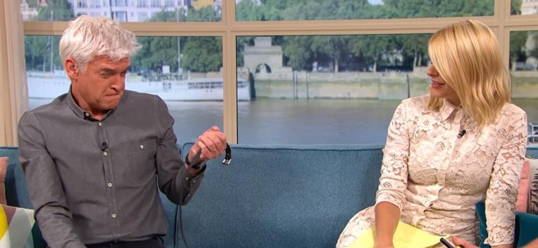 Apresentador de TV recebe choque elétrico e reacende debate - Reprodução/ITV