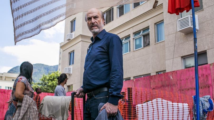 Severo se muda para prédio condenado que sua empresa construiu - Raquel Carneiro/Globo