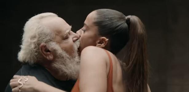 'Eu não vi antes' | Anitta diz que não sabia quem eram 28 pessoas que beijou em seu clipe