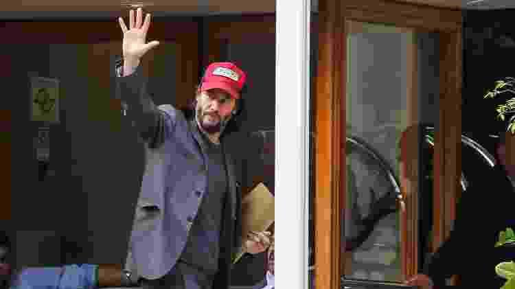 Keanu Reeves acena em um hotel de São Paulo - Clayton Felizardo/Brazil News