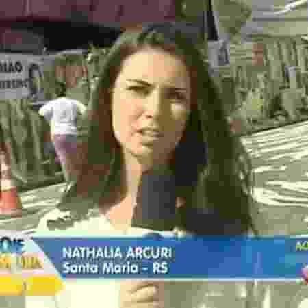 Nathalia Arcuri como repórter do Hoje em Dia - Reprodução/Record