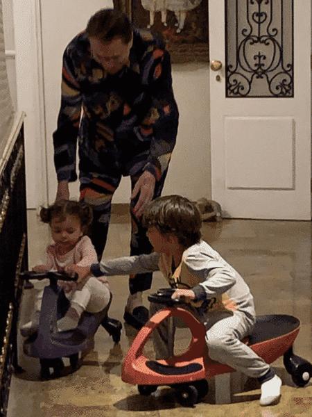 Silvio Santos com os netos - Reprodução/Instagram