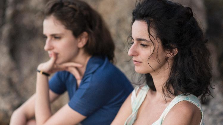 Cena de A Vida Invisível com Julia Stocker e Carol Duarte - Bruno Machado/Divulgação