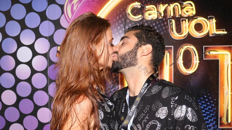 Pedro Scooby e Cintia Dicker trocam beijos no Camarote CarnaUOL N1 - Lucas Ramos / AgNews