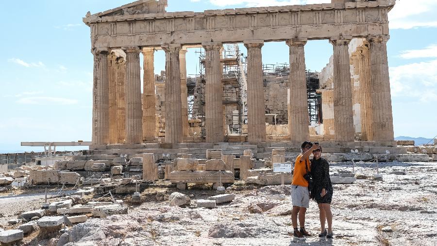 Turistas na Acrópole, Grécia. Após meses de lockdown, a Grécia havia reaberto seus famosos museus e atrações turísticas. - Getty Images