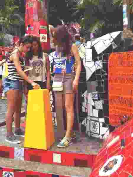 Sabrina e sua urna amarela no Rio de Janeiro - Arquivo pessoal - Arquivo pessoal