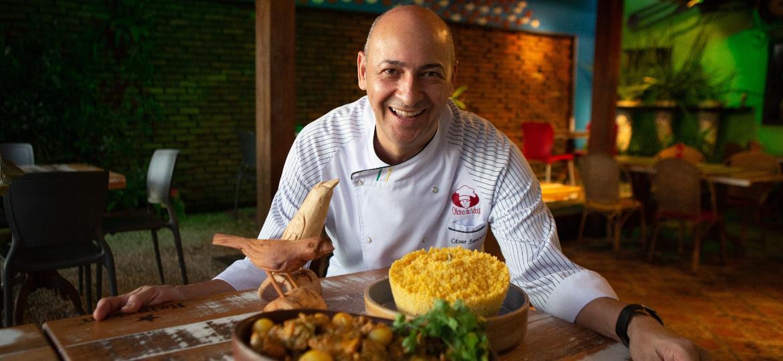 A receita da galinha guisada de Dona Edelvina, de 95 anos, agora faz sucesso nas panelas do filho, o chef César Santos - Clara Gouvêa/UOL