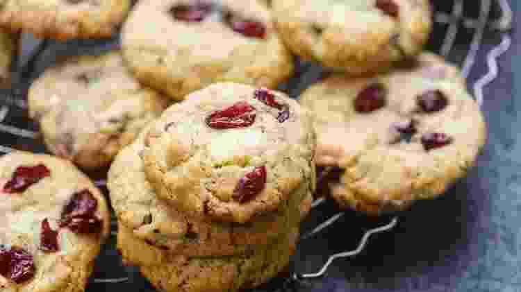 cranberry biscoito; cookie - iStock - iStock