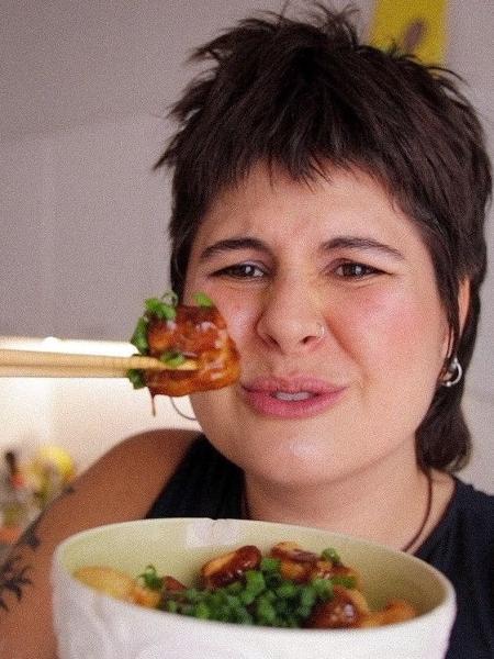 Luiza Junqueira é youtuber e faz vídeos sobre autoestima, gordofobia, culinária e outros assuntos - arquivo pessoal