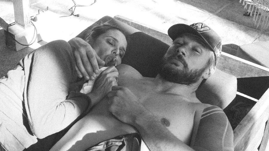 Rodrigo Hilbert posta foto de Fernanda Lima usando chupeta no Dia dos Namorados  - Reprodução/Instagram