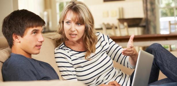 Abrir mão do vestibular não significa deixar o filho adolescente ficar em casa à toa - Getty Images