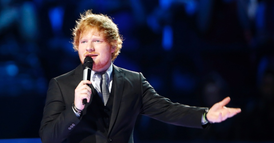 25.out.2015 - Ed Sheeran se apresenta no MTV Europe Music Awards 2015. O cantor levou prêmio de melhor artista ao vivo