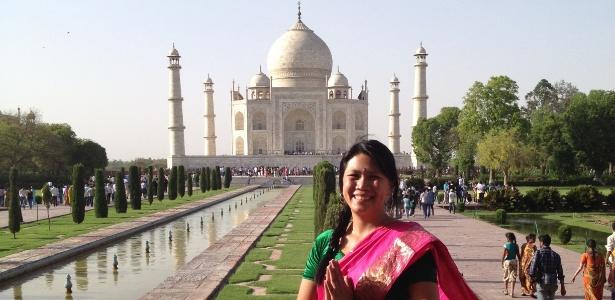 Helia Lin e o Taj Mahal, na Índia, um dos onze países que conheceu sozinha - Arquivo Pessoal