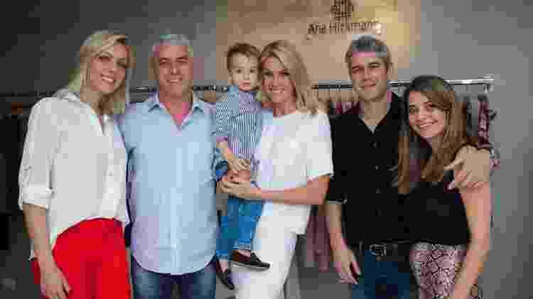 Ana Hickmann com a família, incluindo o cunhado Gustavo (à direita) - Manuela Scarpa/Brazil News - Manuela Scarpa/Brazil News