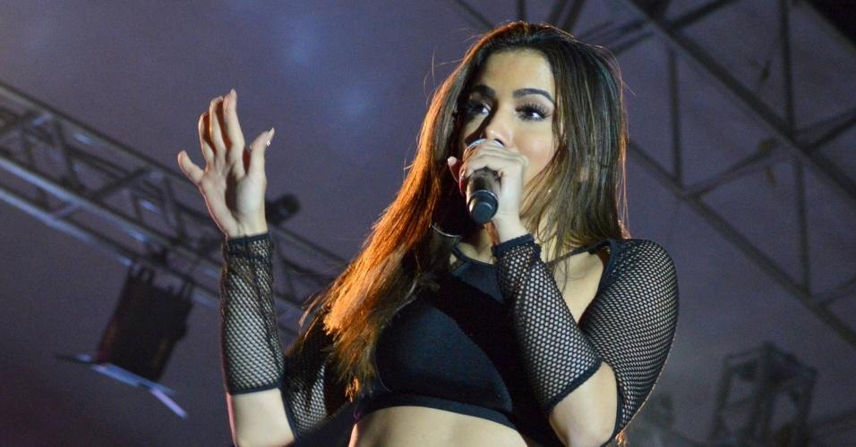 """29.jul.2016 - Durante o show, claro, Anitta cantou seus principais sucessos como """"Show das Poderosas"""" e """"Bang!"""""""
