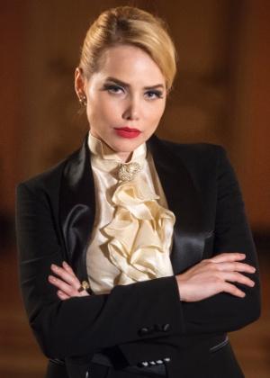 Filha de um rico empresário dos anos 50, Julia (Letícia Colin) é uma mulher de negócios que se encanta pela liberdade e espontaneidade de outra mulher - Divulgação/TV Globo/Estevam Avellar